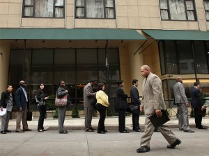 American citizens line up to attend a job fair in Manhattan. In spite of the US economy contracting more than analysts expected in Q1, economists point out that job market statistics are something to be optimistic about