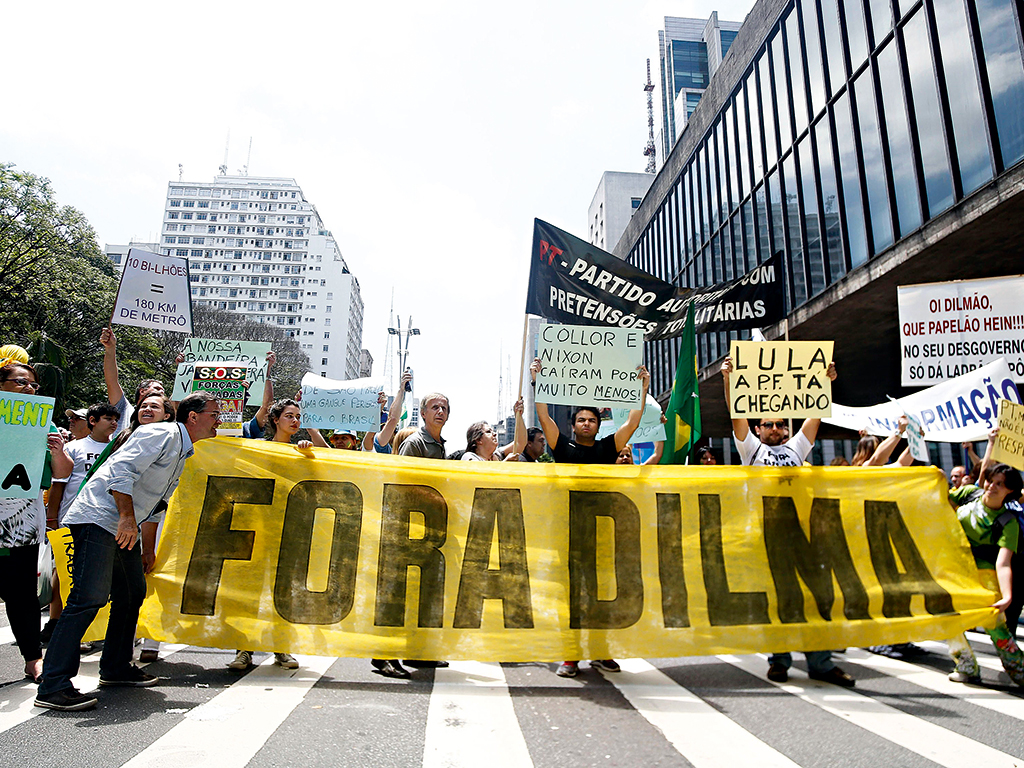 People demonstrate against Rousseff, corruption and govermental policies in Sao Paulo