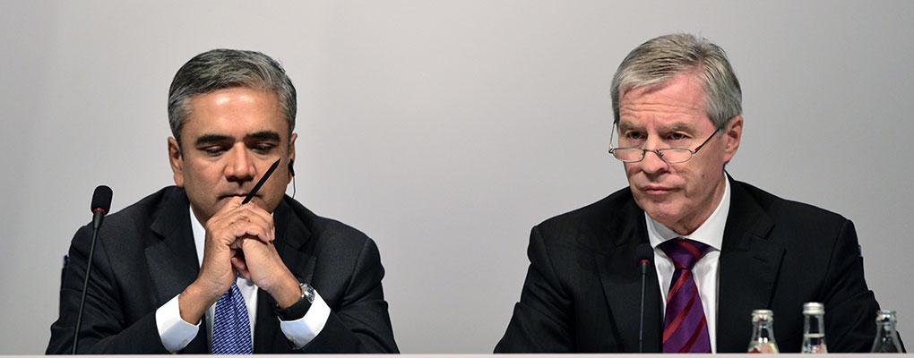 Anshu Jain (l) and Jürgen Fitschen (r) at a shareholder meeting. The two Deutsche Bank CEOs have resigned after some rough times for the institution