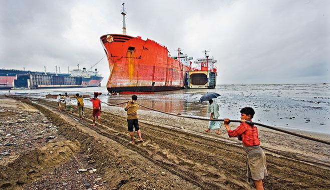 aliaga ship breaking yard
