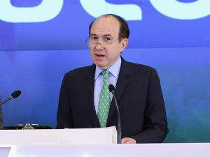 CEO of Viacom, Philippe Dauman, has announced his plans to resign from the firm