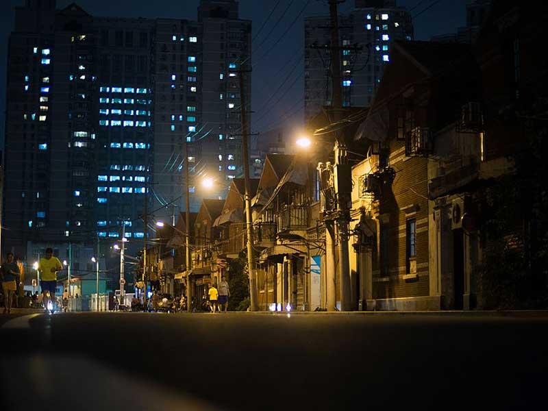 China curbs house market lending