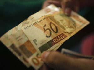 Policymakers at Banco Central do Brasil have agreed to drop the country's benchmark interest rate by a full percentage point, to 11.25 percent