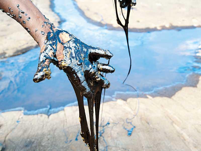 Venezuelan economy runs dry as oil slumps