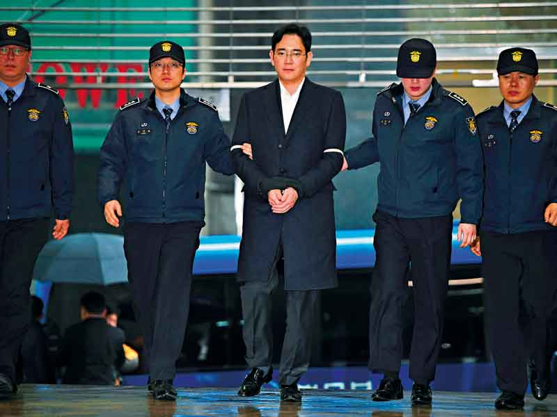 Lee Jae-yong arrives for questioning at the office of the Special Prosecutor